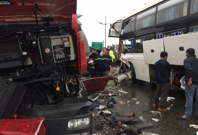 [Video] 4 tai nạn trong 45 phút trên cao tốc Pháp Vân
