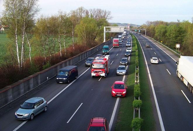 [Video] Phải làm gì khi gặp xe ưu tiên?