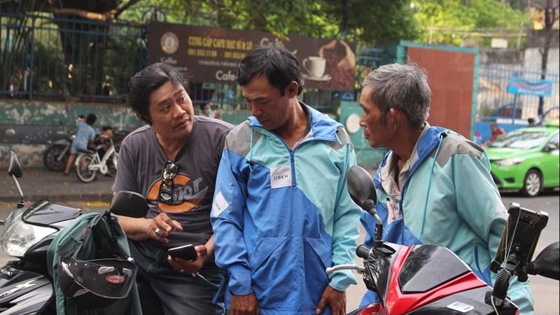 [Video] Uber đóng cửa, hàng loạt tài xế đầu quân cho các hãng xe ôm công nghệ Việt