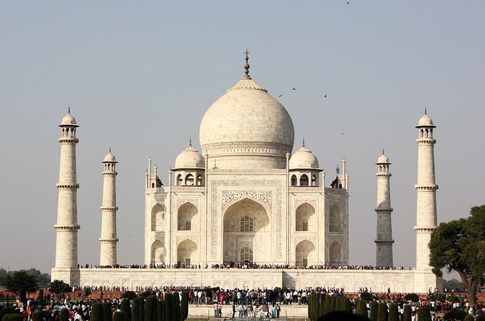 Vẻ đẹp kì bí của đền Taj Mahal trước khi cột đá cẩm thạch bị đổ sập