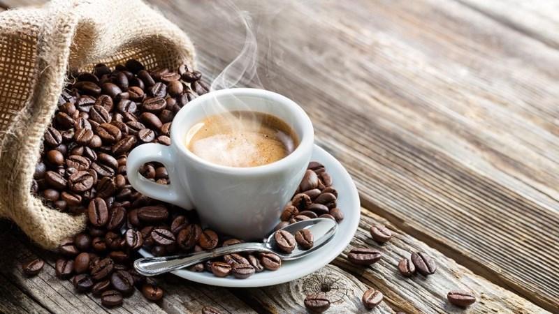 [Video] Lo ngại cà phê nhuộm lõi pin, làm sao để phân biệt cafe thật - giả chính xác nhất?