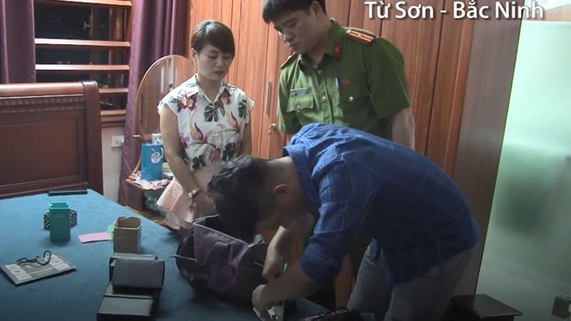 [Video] Cận cảnh thu giữ 20 bánh heroin và hơn 5 tỷ đồng ở Bắc Ninh