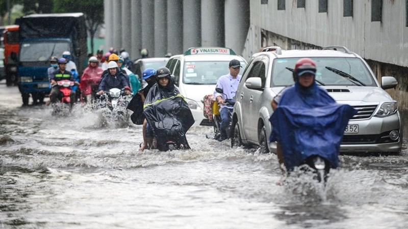 [Infographic] Kinh nghiệm lái xe mùa mưa ngập