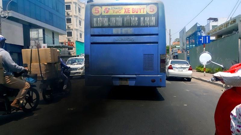 [Video] Sài Gòn dùng thiết bị cảm biến kiểm tra khí thải ôtô buýt