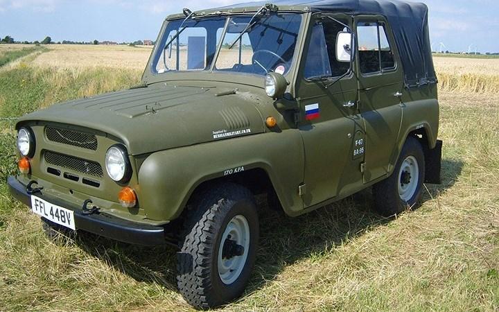 """Sức sống của xe quân sự UAZ """"thần thánh"""""""