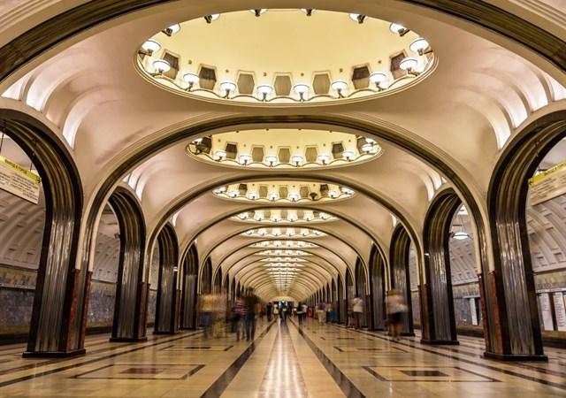 [Video] Những ga tàu điện ngầm đẹp như cổ tích của Moskva, Nga