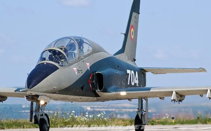 """Soi sức mạnh cường kích """"Chim ưng"""" IAR 99 của quân đội Romania"""