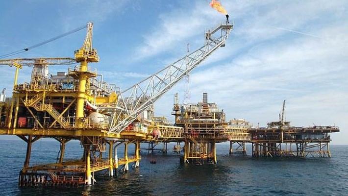 Giá dầu thế giới tăng mạnh vì mối lo nguồn cung
