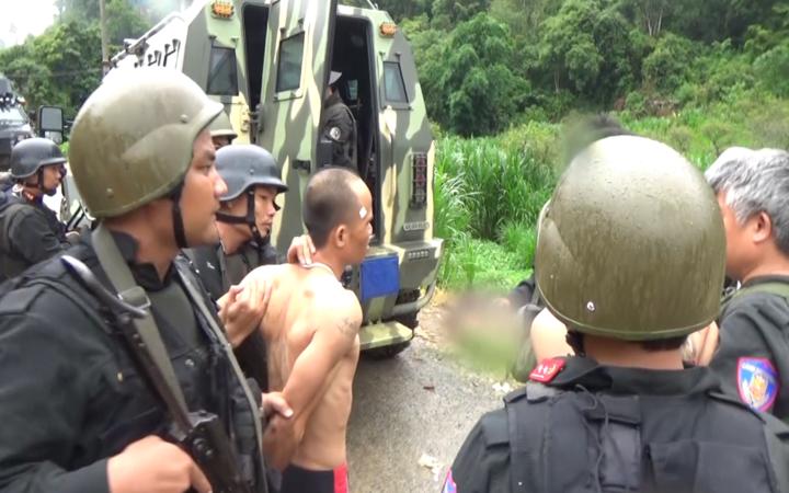 [Video] Cảnh sát bao vây