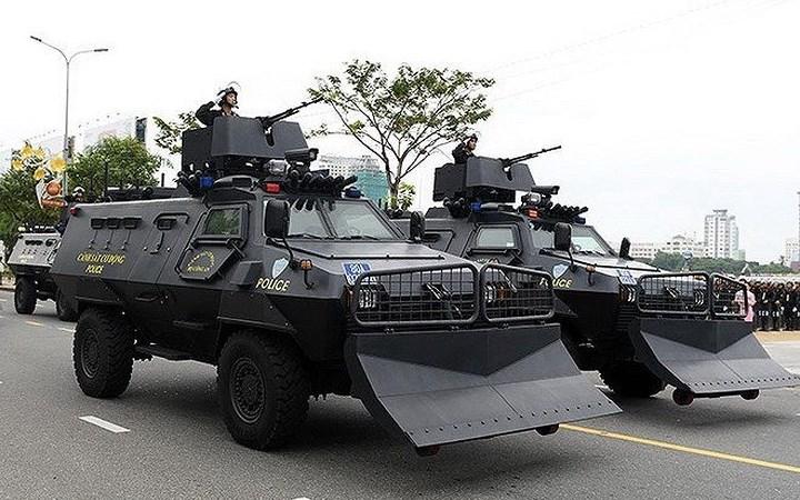 Sức mạnh 2 loại xe bọc thép đột kích hang ổ ma túy ở Sơn La