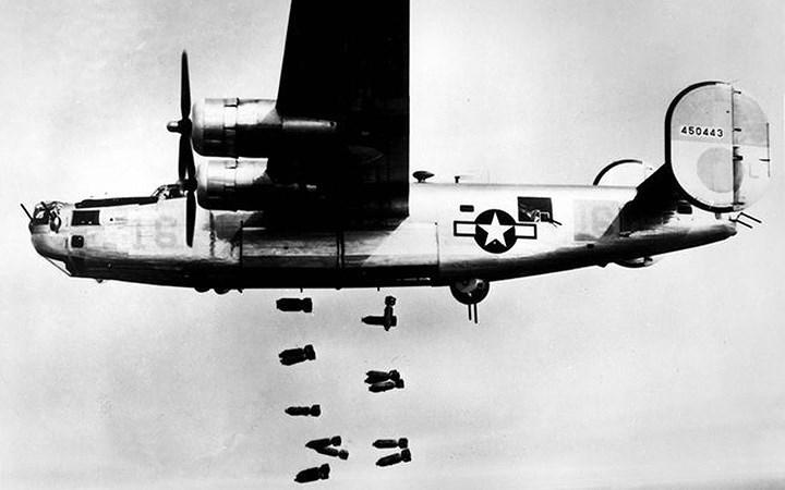 """10 máy bay quân sự """"thần chết"""" trên không"""