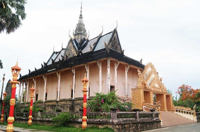 Ấn tượng ngôi chùa có kiến trúc Angkor ở Bạc Liêu