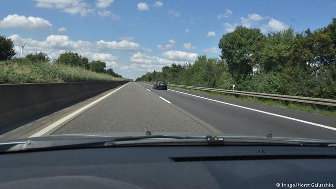 """10 thực tế chứng minh lái xe trên Autobahn """"không như là mơ"""""""