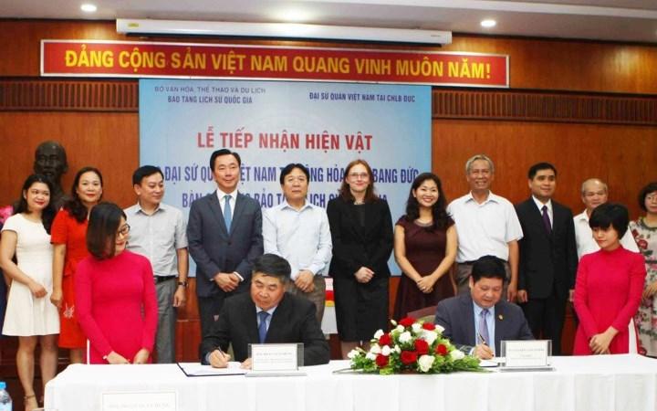 [Video] Đức bàn giao 18 cổ vật cho Việt Nam