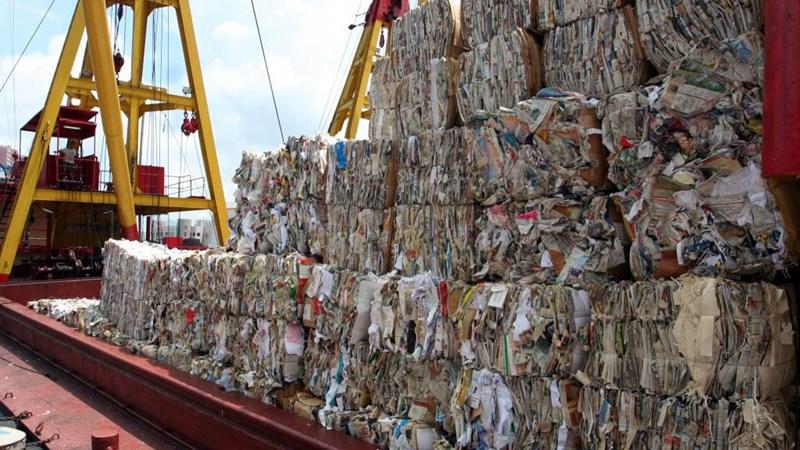 [Infographic] Tồn đọng hàng ngàn container rác nhập khẩu tại các cảng Việt