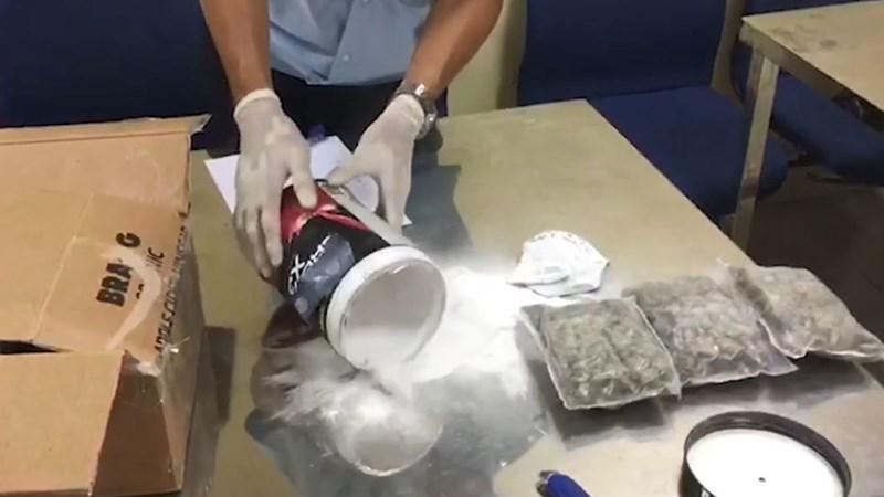 [Video] Phát hiện 57kg cần sa gửi từ Mỹ về Việt Nam qua đường hàng không