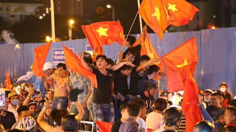 [Video] Khoảnh khắc vỡ òa của cổ động viên khi tuyển Việt Nam chiến thắng