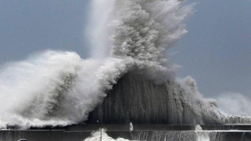 Choáng với hình ảnh sau cơn bão mạnh nhất 25 năm ập vào Nhật Bản