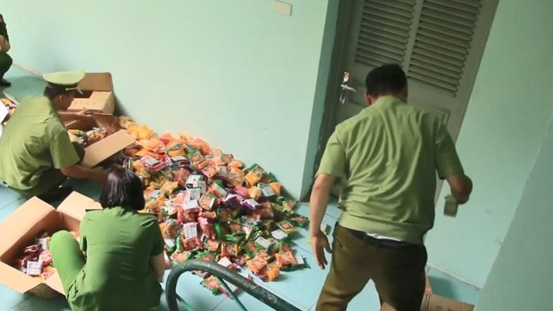 [Video] Hà Nội thu giữ 2.000 bánh trung thu không rõ nguồn gốc
