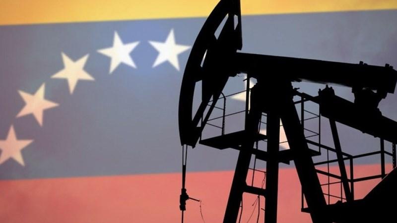 """Khai thác dầu thô của Venezuela """"rơi tự do"""""""
