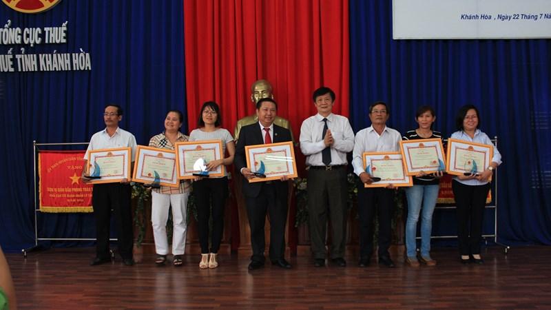 Hội nghị tuyên dương người nộp thuế năm 2015