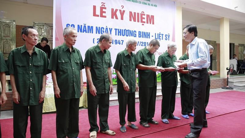 Kho bạc Nhà nước thăm và tặng quà các thương bệnh binh tại Trung tâm Nuôi dưỡng tâm thần Người có công và xã hội tỉnh Hải Dương