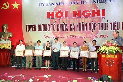 Nghệ An tuyên dương 227 tổ chức, cá nhân nộp thuế tiêu biểu năm 2016