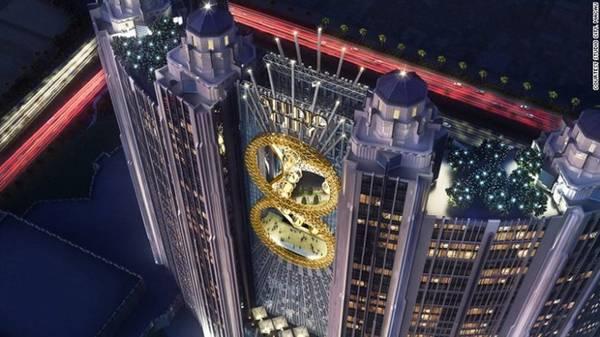Macau (Trung Quốc) nổi tiếng với hàng loạt sòng bạc, nhưng những năm gần đây đã được nâng cấp với các hoạt động vui chơi giải trí đa dạng dành cho nhiều đối tượng. Studio City là khu nghỉ dưỡng tích hợp mới nhất tại đây, cung cấp những dịch vụ mới lạ như lái xe mô phỏng Batman 4D, tham quan trung tâm giải trí rộng 40.000 m2 với chủ đề Warnor Bros... Ảnh: CNN.