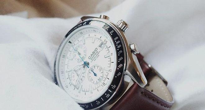 Mách bạn cách nhận biết đồng hồ đeo tay chính hãng - Ảnh 1
