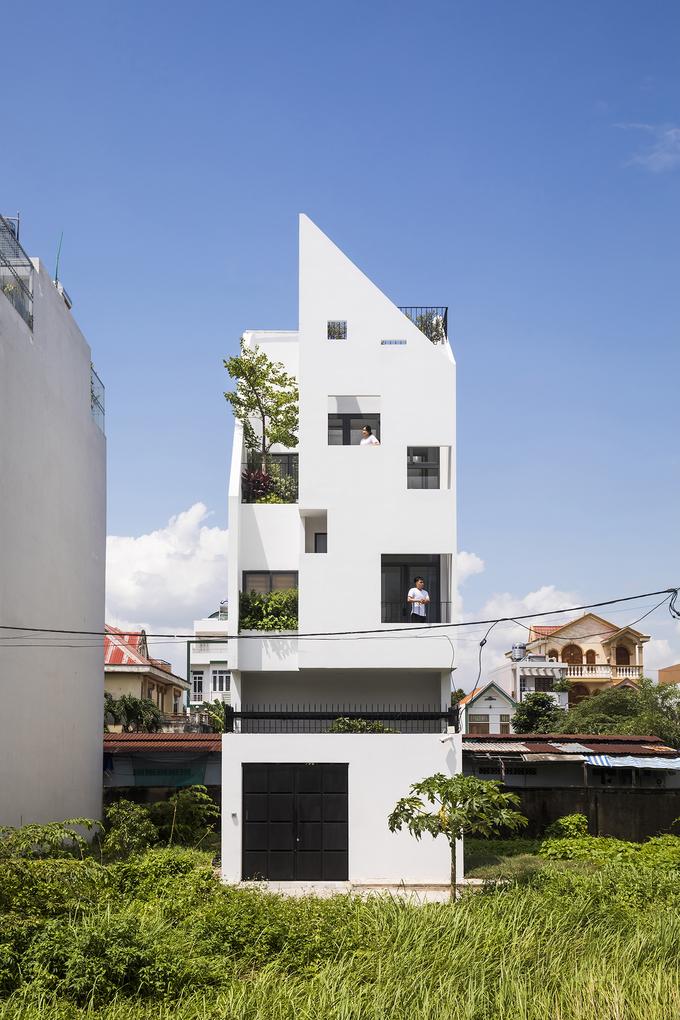 """Chiếc cầu thang """"níu chân"""" khách trong ngôi nhà Sài Gòn - Ảnh 1"""