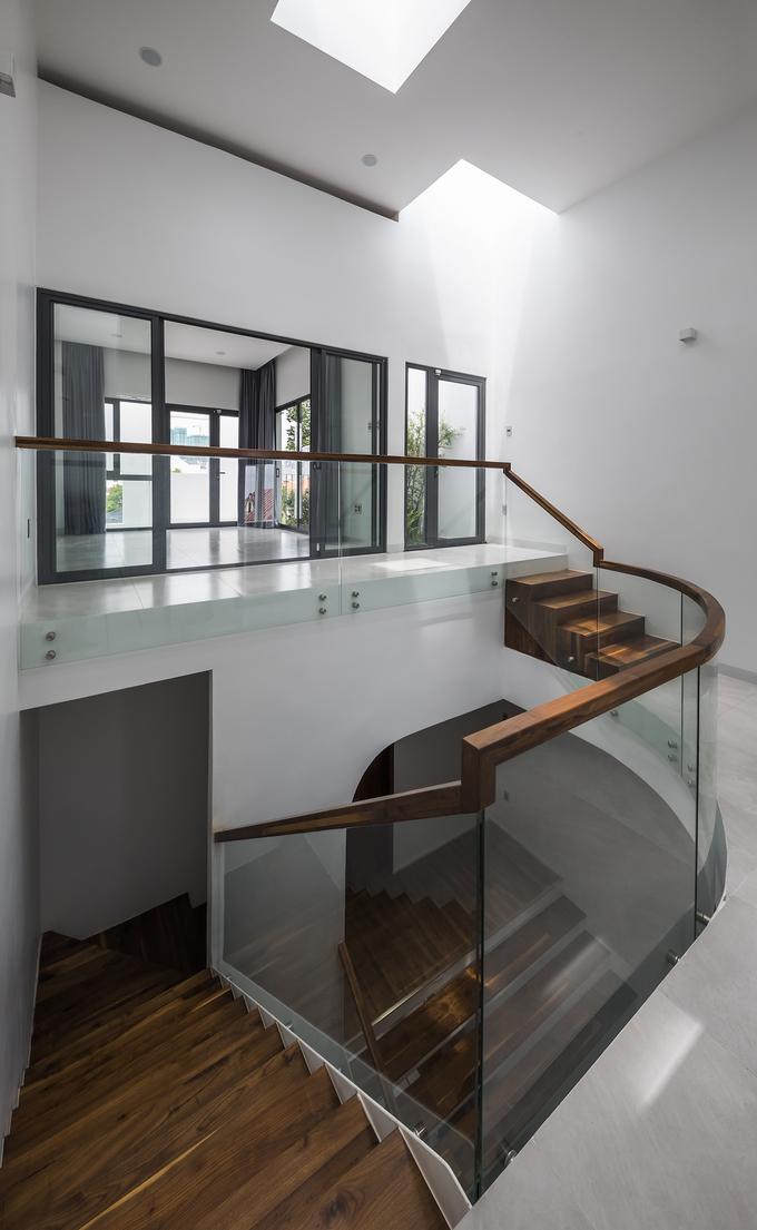 """Chiếc cầu thang """"níu chân"""" khách trong ngôi nhà Sài Gòn - Ảnh 3"""
