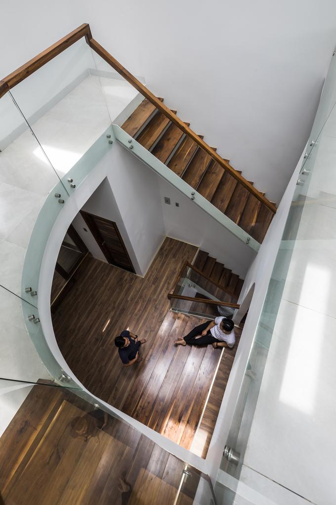 """Chiếc cầu thang """"níu chân"""" khách trong ngôi nhà Sài Gòn - Ảnh 10"""