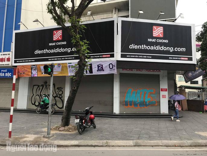 Cận cảnh Bộ Công an khám xét cửa hàng điện thoại Nhật Cường - Ảnh 13.