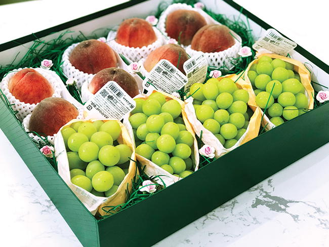 Ra ngõ gặp trái cây nhập khẩu - Ảnh 1
