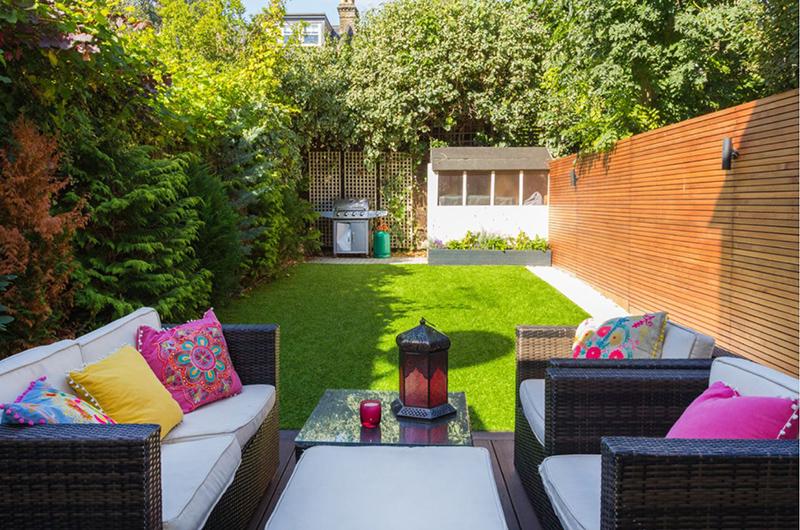 Những ý tưởng thiết kế sân vườn nhỏ xanh mát - Ảnh 3