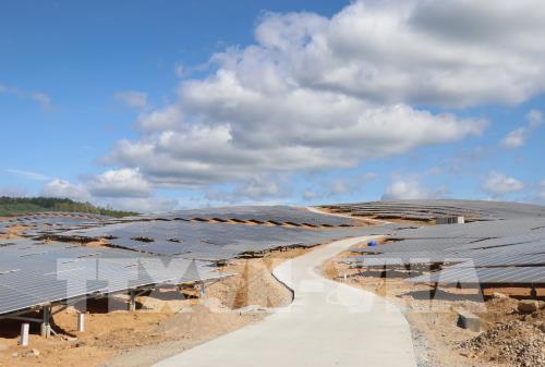 Quá tải điện mặt trời, thiệt cả đôi bên - Ảnh 2