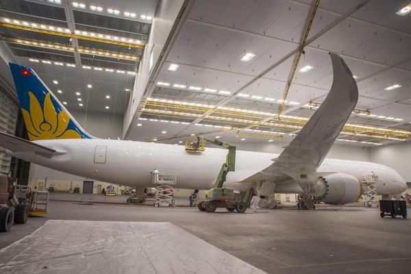 """Hé lộ ảnh những chiếc Boeing 787-10 đang được """"khoác áo"""" Vietnam Airlines - Ảnh 1"""