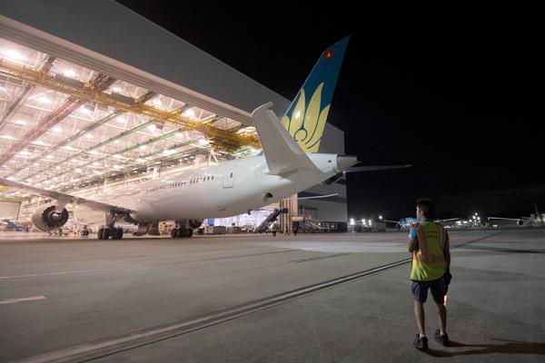 """Hé lộ ảnh những chiếc Boeing 787-10 đang được """"khoác áo"""" Vietnam Airlines - Ảnh 15"""
