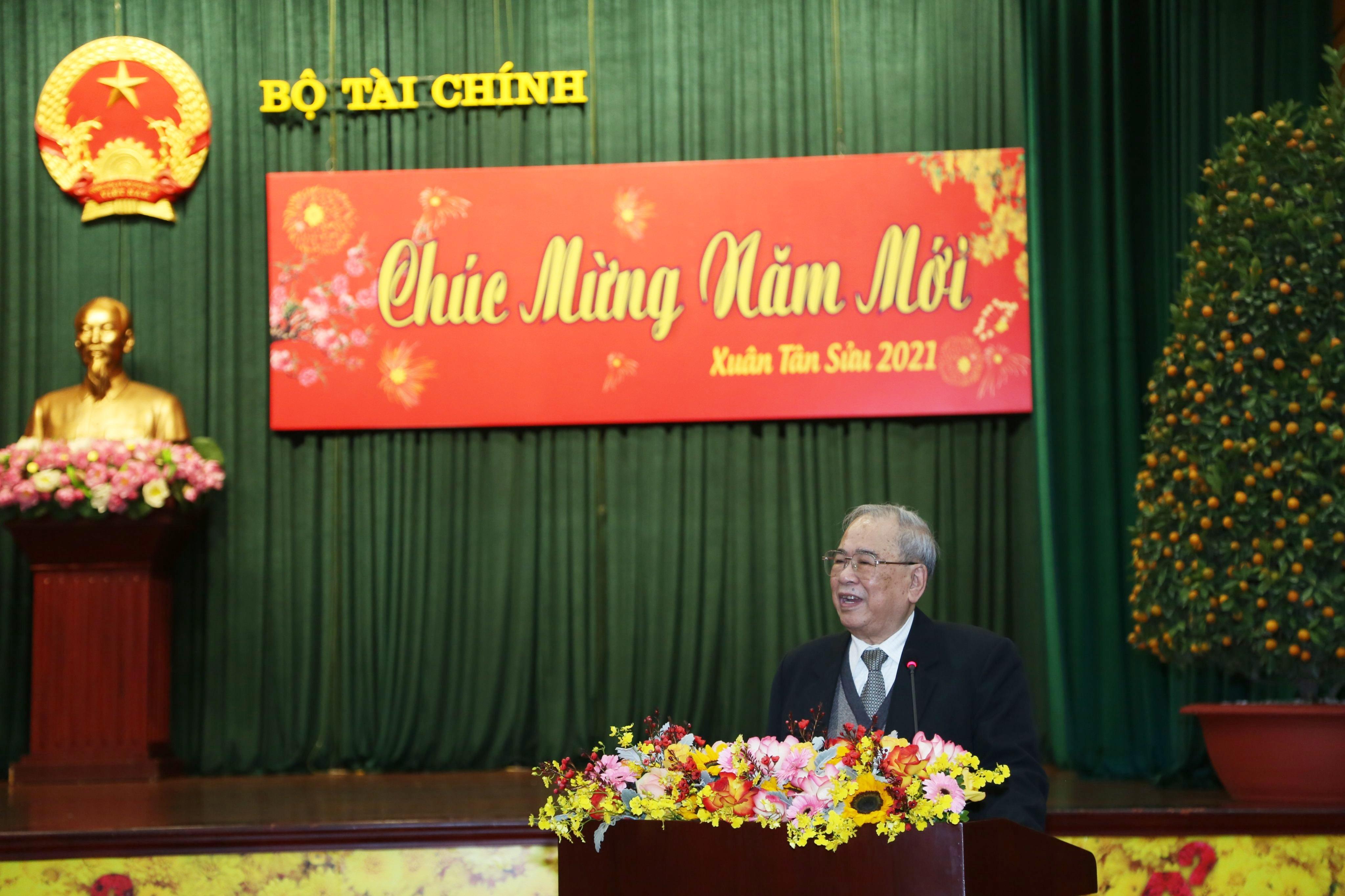 Ông Phạm Văn Trọng - nguyên Thứ trưởng thường trực, Trưởng ban Liên lạc hưu trí Bộ Tài chính phát biểu tại buổi gặp mặt.