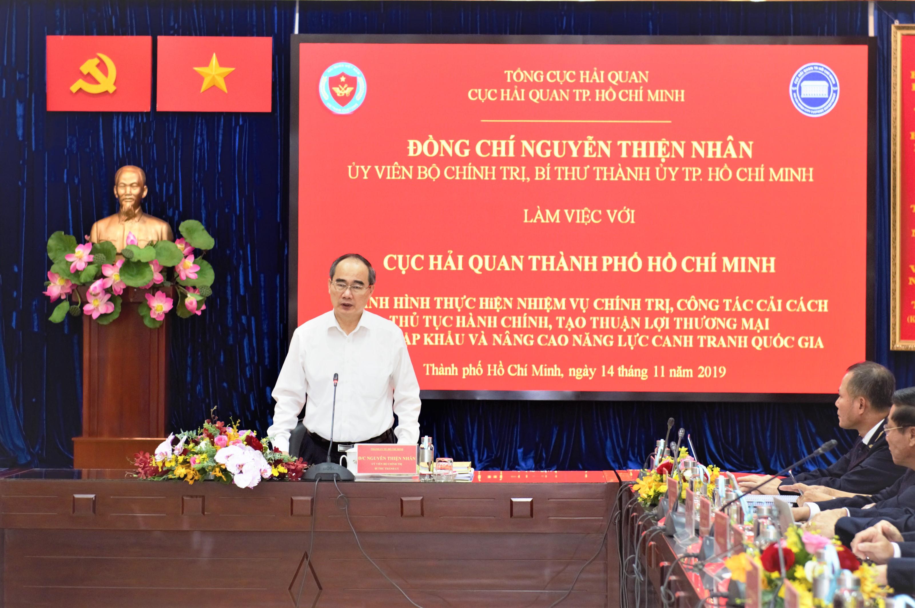 Ủy viên Bộ Chính trị, Bí thư Thành ủy Thành phố Nguyễn Thiện Nhân làm việc với Cục Hải quan TP. Hồ Chí Minh.