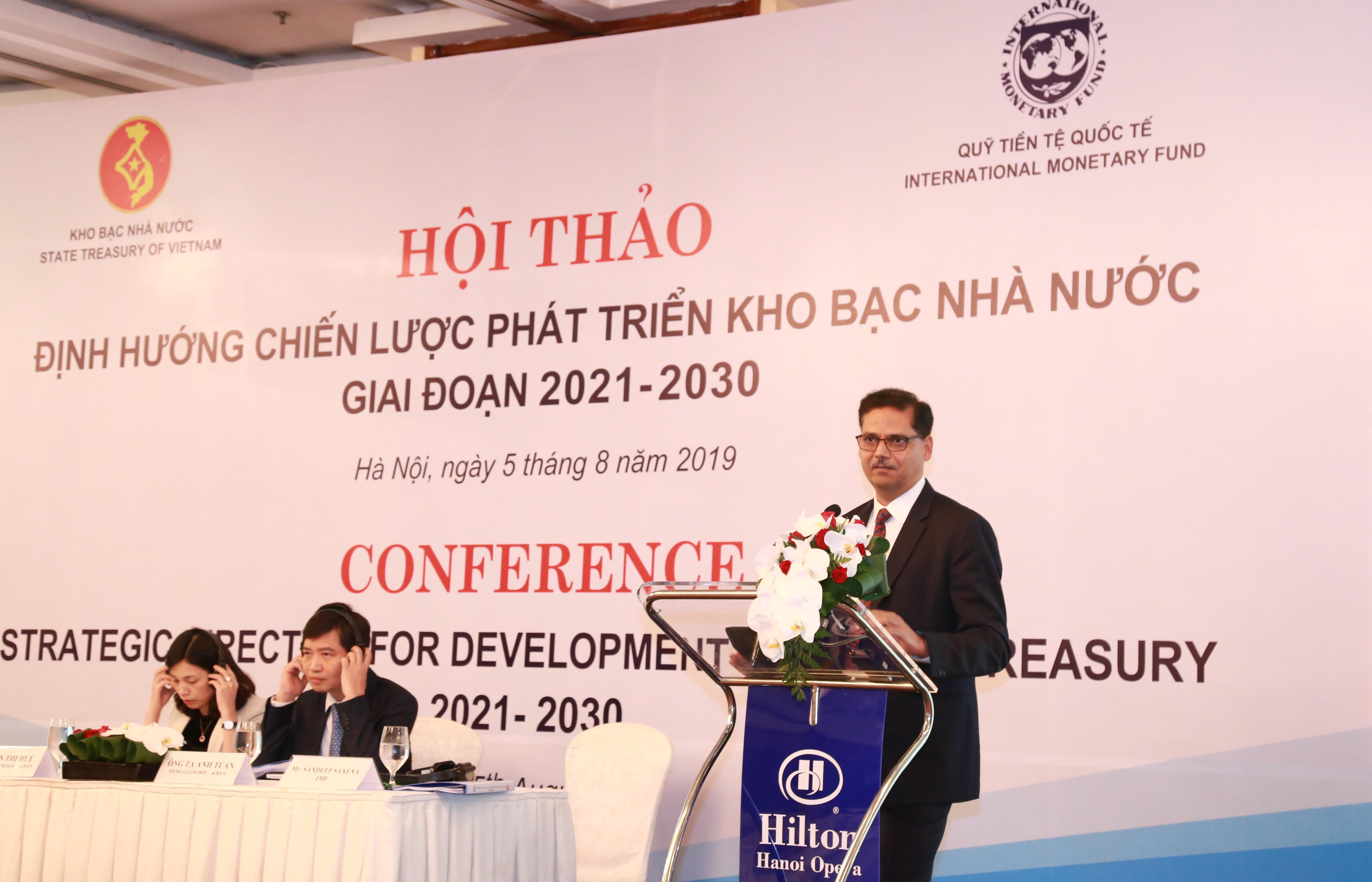 Ông Sandeep Saxena, chuyên gia cao cấp củaVụ các vấn đề tài khóa IMF phát biểu tại Hội thảo