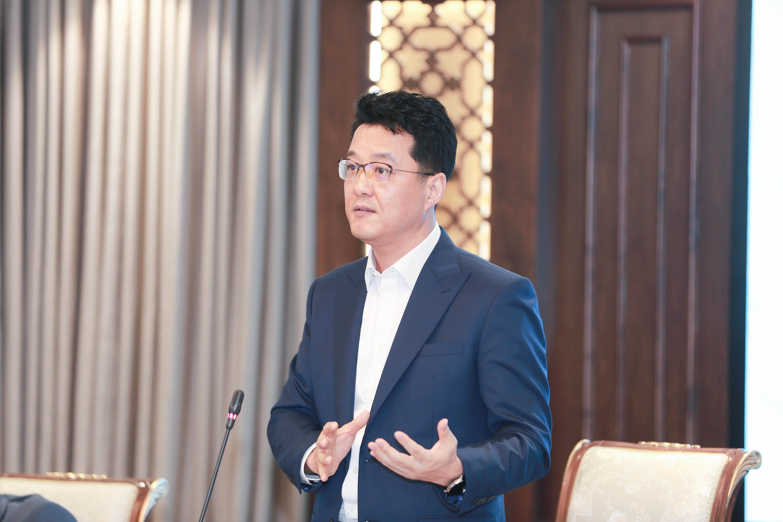 Ông Suh Kyung Wook, Tổng Giám đốc Công ty Điện tử Samsung Vina phát biểu tại Lễ ký kết.