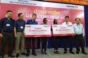 Chi nhánh Vietlott TP. Hồ Chí Minh và Cần Thơ cùng trao giải 91 tỷ đồng