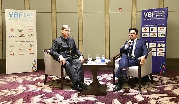Hai Đồng Chủ tịch Diễn đàn – ông Vũ Tiến Lộc, Chủ tịch VCCI và ông Tomaso Andreatta, Phó Chủ tịch Phòng Thương mại Châu Âu tại buổi họp báo.