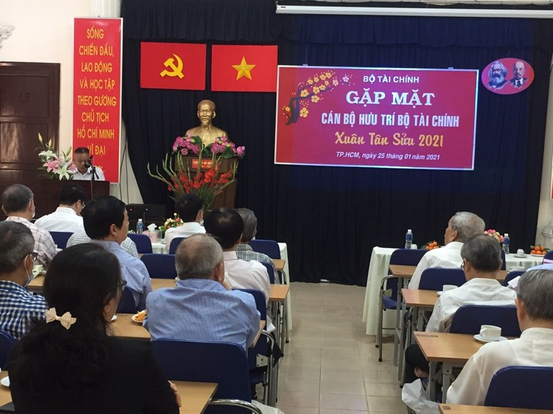 Ông Nguyễn Văn Hưng - Đại diện Văn phòng Bộ tại TP. Hồ Chí Minh gửi lời chúc sức khỏe tới các cán bộ hưu trí. Ảnh Hoàng Nam