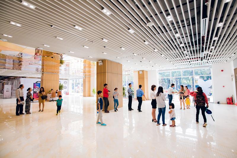 Sảnh Trung tâm thương mại SaigonMia tại TP. Hồ Chí Minh. Ảnh Hưng Thịnh Retail