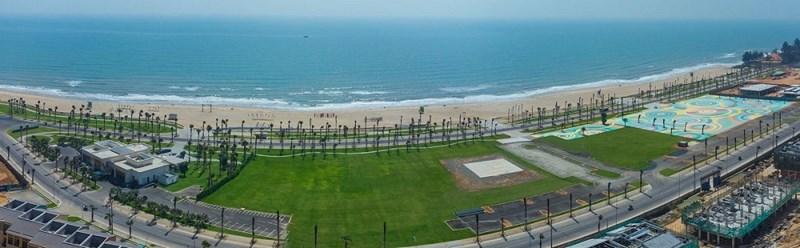 Dự án NovaWorld Phan Thiet sở hữu 7 km mặt tiền biển Tiến Thành với loạt tiện ích đẳng cấp sắp hoàn thiện như công viên biển, sân golf PGA, shophouse... Ảnh chụp thực tế Dự án tháng 3/2021