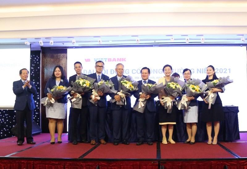 Các thành viên trúng cử Hội đồng quản trị và Ban kiểm soát nhiệm kỳ 2021 - 2025. Ảnh: Thu Mừng