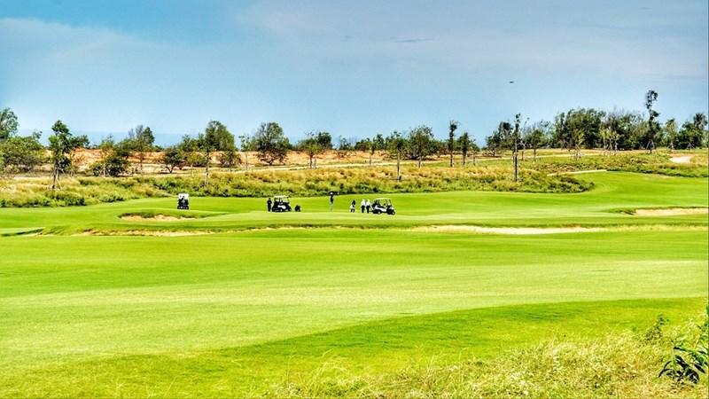Phan Thiết có khí hậu ôn hòa với hơn 300 ngày nắng trong năm trở thành điểm đến lý tưởng cho dòng biệt thự sân Golf. Ảnh sân Golf PGA Ocean tại NovaWorld Phan Thiet. Ảnh NVL