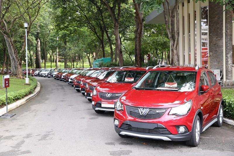 Lô xe đầu tiên bàn giao cho khách hàng tại TP. Hồ Chí Minh. Ảnh VIN